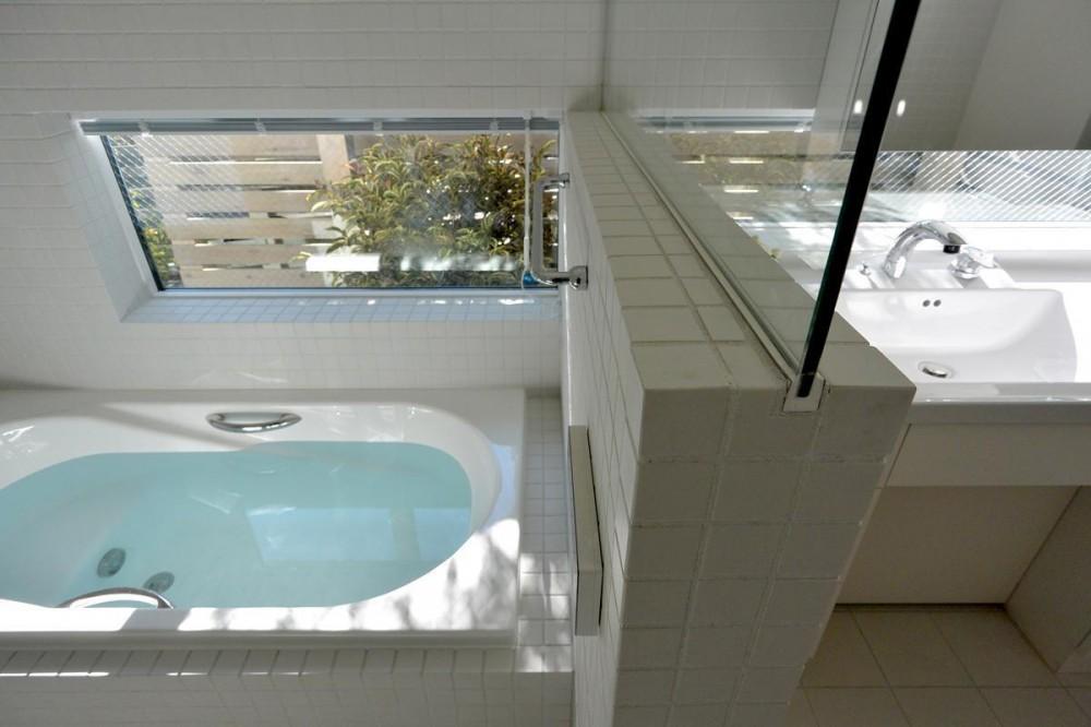 雑司が谷ZEH/ネット・ゼロ・エネルギー・ハウス (浴室)
