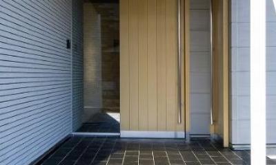 木を感じる引玄関のき戸|鴻巣の家