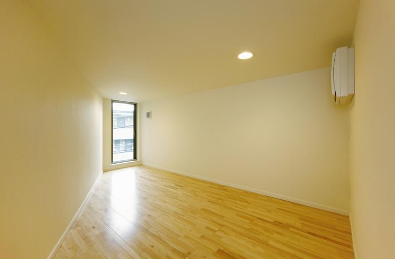 ベッドルーム事例:明るい寝室(逆遠近法の家)