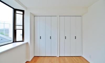 2室→1室の広々1LDKリノベーションでワイドキッチンを中心にする暮らし (ベッドルーム)