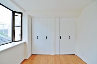 ベッドルーム (2室→1室の広々1LDKリノベーションでワイドキッチンを中心にする暮らし)