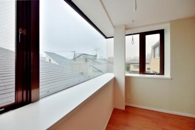奥行きのある出窓スペース (2室→1室の広々1LDKリノベーションでワイドキッチンを中心にする暮らし)