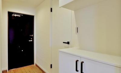 玄関|2室→1室の広々1LDKリノベーションでワイドキッチンを中心にする暮らし