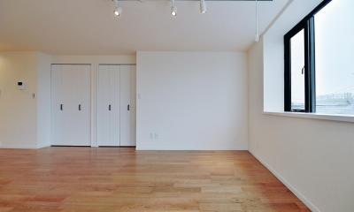 スタジオのような広々スペース|2室→1室の広々1LDKリノベーションでワイドキッチンを中心にする暮らし