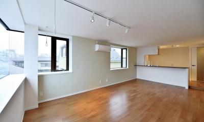 2室→1室の広々1LDKリノベーションでワイドキッチンを中心にする暮らし