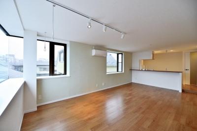 LDK (2室→1室の広々1LDKリノベーションでワイドキッチンを中心にする暮らし)