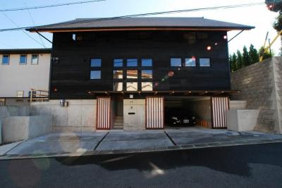 地下車庫のある家 (外観)
