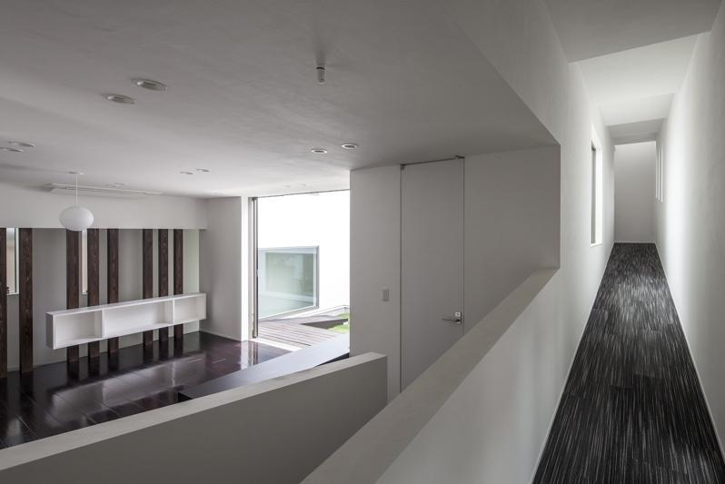 スロープの家 / 愛犬家住宅の部屋 スロープは屋内から屋外まで連続