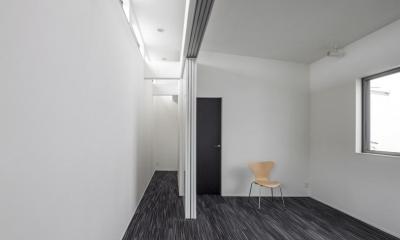 スロープの家 / 愛犬家住宅 (ギャラリーと一体化する個室)