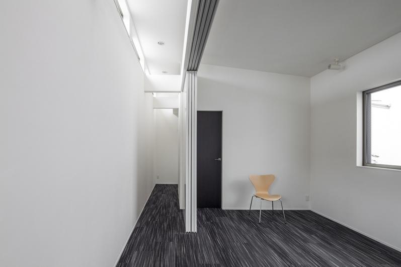 スロープの家 / 愛犬家住宅の部屋 ギャラリーと一体化する個室