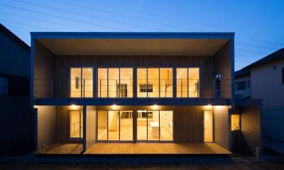 小仲台の家 (南側外観-夕景)