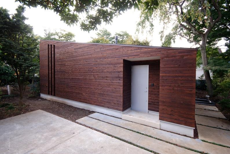外観事例:片流れ屋根の外観(木漏れ日屋根の家)