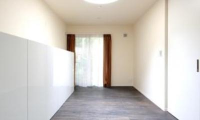 木漏れ日屋根の家 (落ち着きのある寝室)