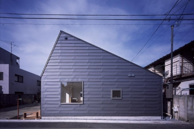 ミタカのイエ (平屋・変形切り妻屋根の家)