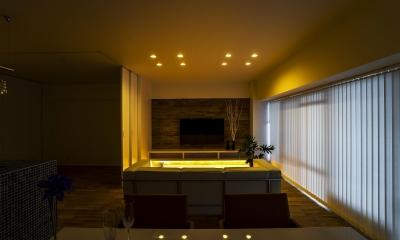 ガラス素材に囲まれたキラメキの家 (LIVING)