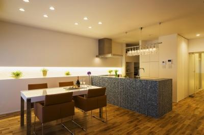 Dining&Kitchen (ガラス素材に囲まれたキラメキの家)