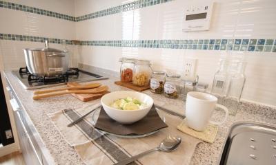 開放感溢れる寛ぎの住空間 (キッチン)