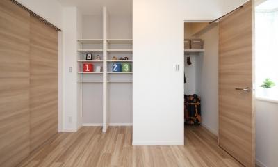 開放感溢れる寛ぎの住空間 (洋室)