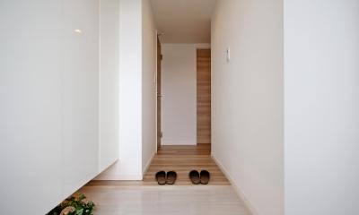 開放感溢れる寛ぎの住空間 (玄関)