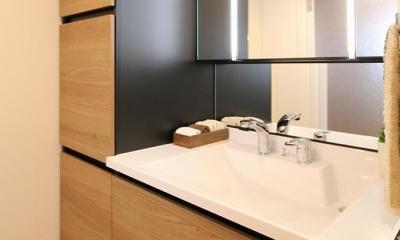 開放感溢れる寛ぎの住空間 (洗面室)