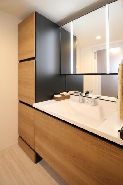 洗面室 (開放感溢れる寛ぎの住空間)