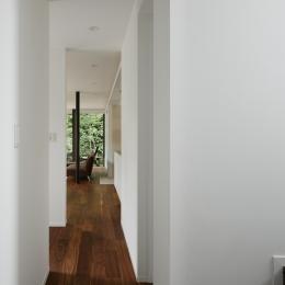 024軽井沢Hさんの家 (廊下からリビング / ダイニングを見る)