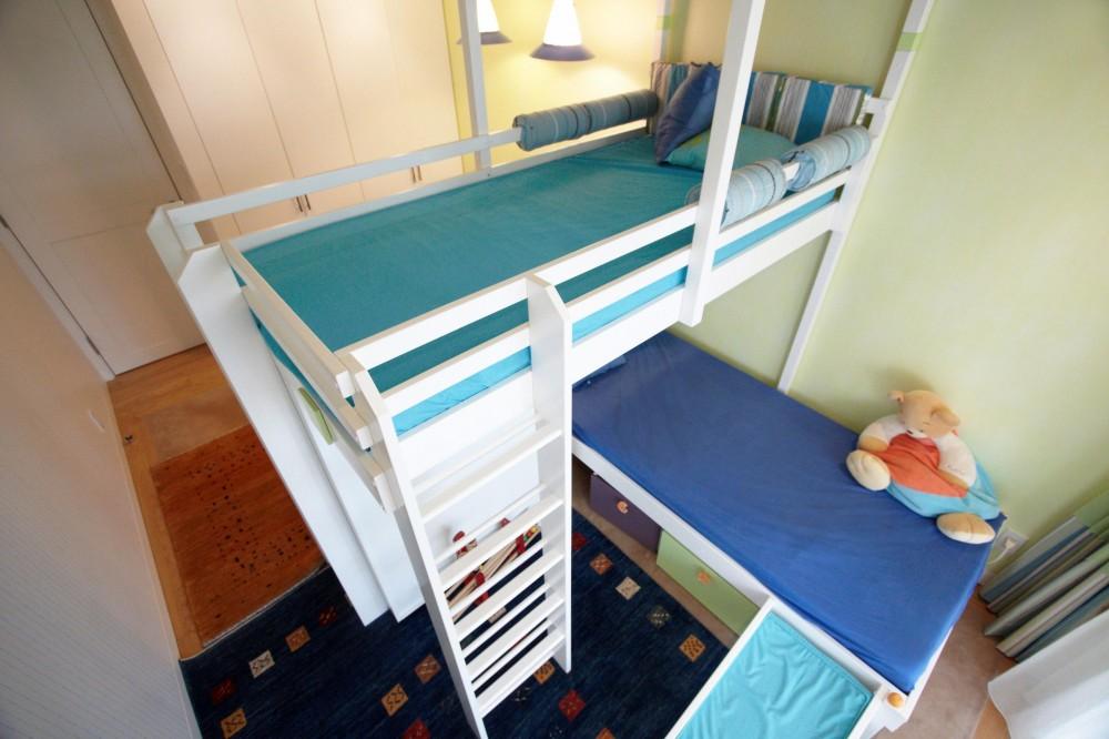 子供部屋を考える (ベッドの位置を工夫する)