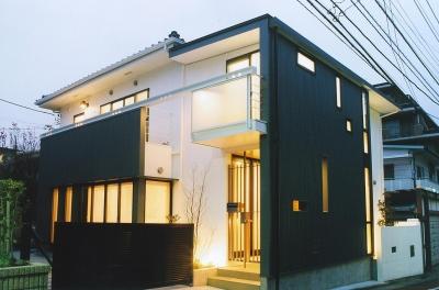 木造のスケルトンリフォーム HT-house (外観夜景)