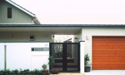 書庫&車庫の増築|北デッキの家 (書庫&車庫を増築した外観)