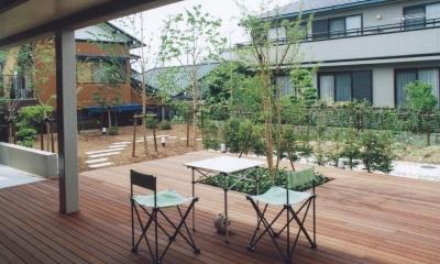 書庫&車庫の増築|北デッキの家 (ピロティから庭に向かって広がるデッキ空間)