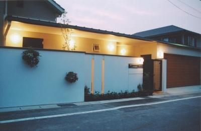 書庫&車庫の増築|北デッキの家 (光溜まりとなる回廊)