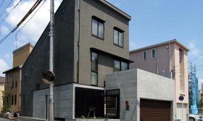 地下1階地上3階の混構造|バス通りの家