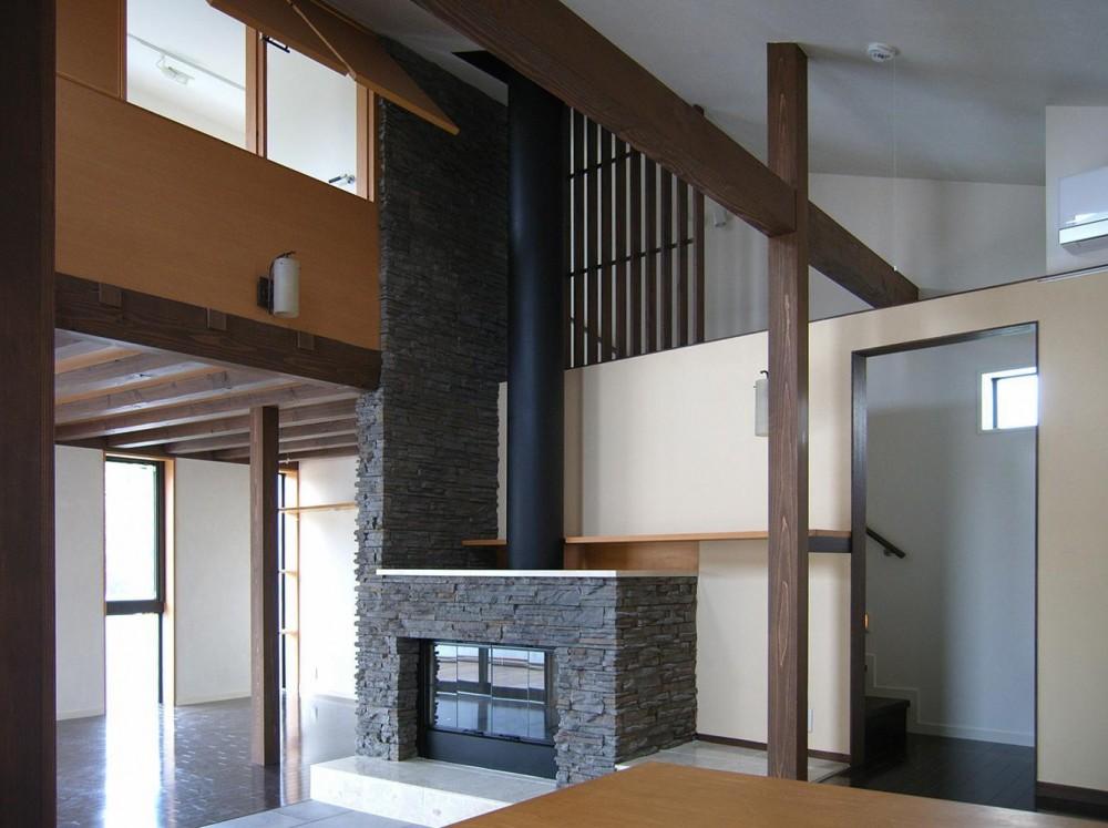 地下1階地上3階の混構造|バス通りの家 (ダイニングの吹抜見上げ)