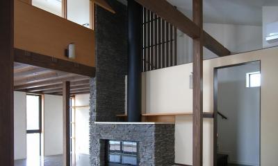 地下1階地上3階の混構造 バス通りの家 (ダイニングの吹抜見上げ)