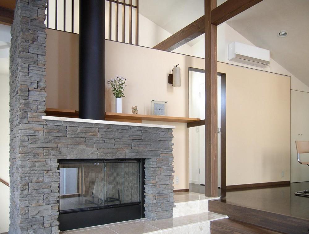 地下1階地上3階の混構造|バス通りの家 (暖炉と自立壁)