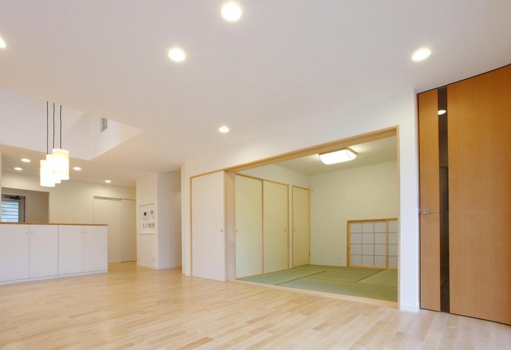 上下につながるコミュニケーション|大倉山の家 (LDKと和室)