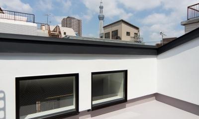 狭小敷地に建つ木造耐火の3階建て住宅|亀戸の家 (東京スカイツリーが望めるルーフテラス)