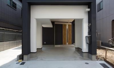 狭小敷地に建つ木造耐火の3階建て住宅|亀戸の家 (ガレージ)