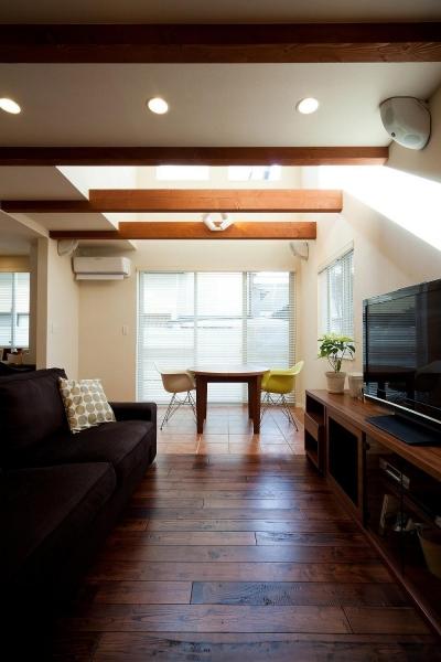 ワンフロアワンルームの木造住宅|小平の家 (リビング)