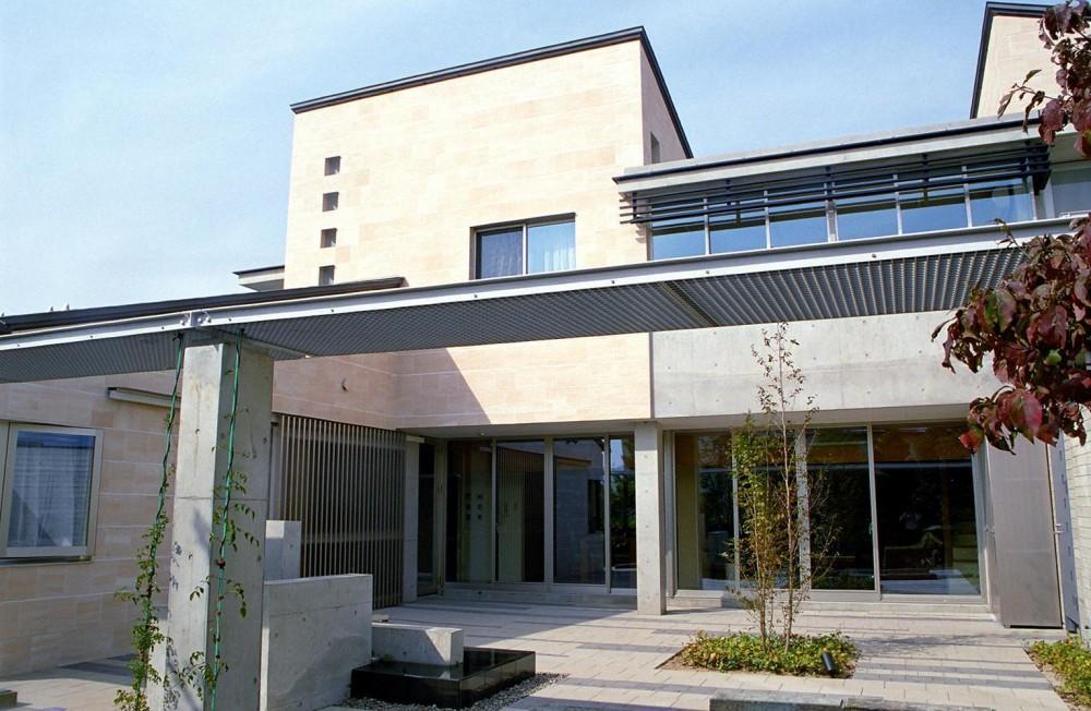 RC造の三世代住宅|六条の家 (中庭)