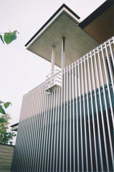 RC造の三世代住宅|六条の家 (東側バルコニーの手すり)