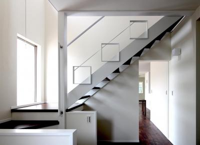 ストリップ階段 (水平フラットな外観でまとめた木造|東久留米の家)
