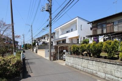 道路からの外観 (水平フラットな外観でまとめた木造|東久留米の家)