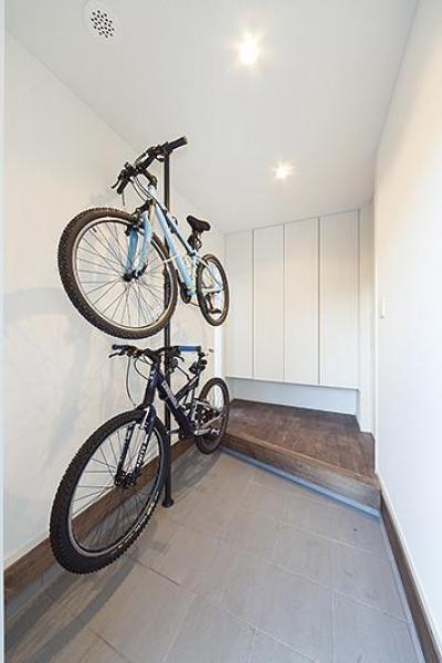 共通の趣味のサイクリングが置ける玄関ホール (スキップスキップ♪フロア♪【2080万円】)
