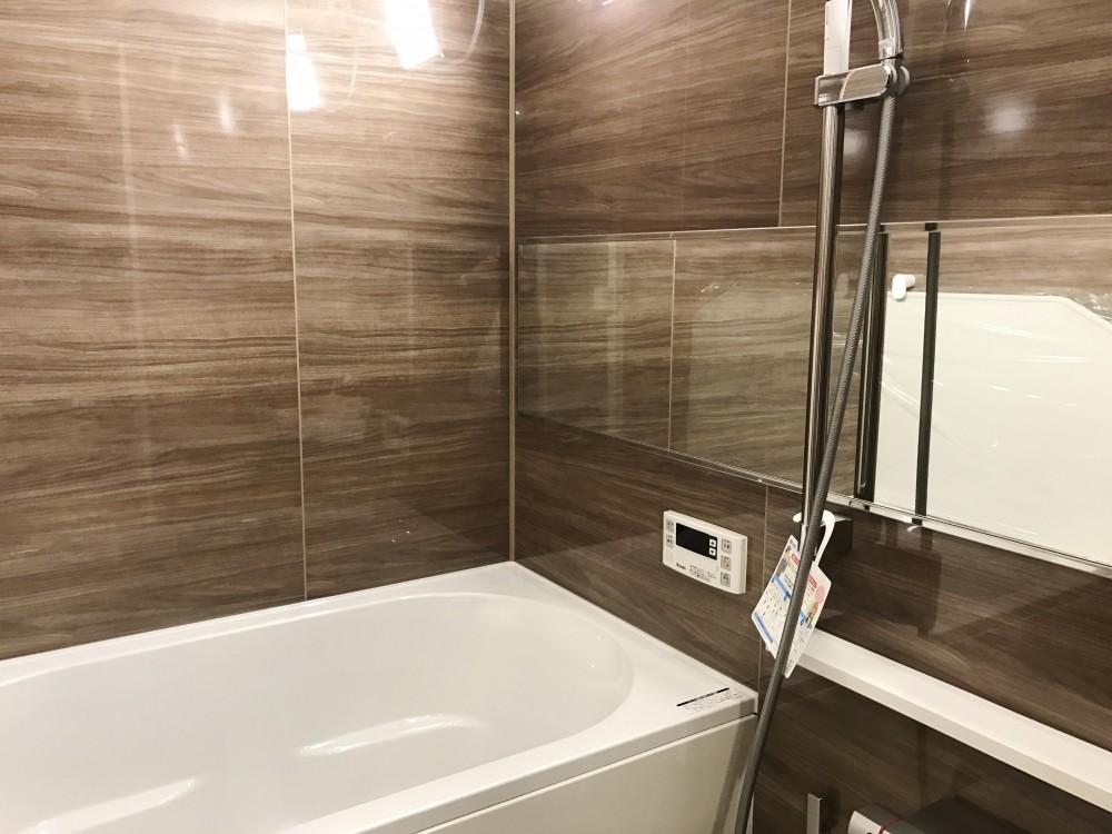 随所にこだわりを用いた、シックでオシャレな空間 (浴室)