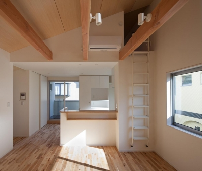 焼杉を使った店舗付き住宅|世田谷のShop&House (対面キッチン)