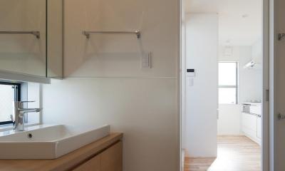 焼杉を使った店舗付き住宅|世田谷のShop&House (洗面室)