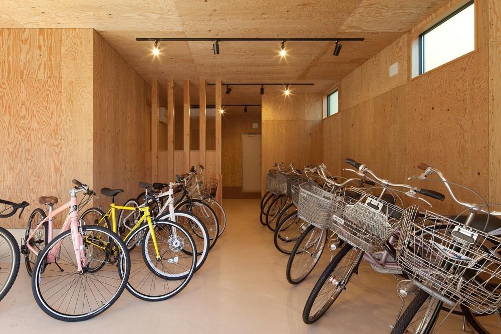 焼杉を使った店舗付き住宅|世田谷のShop&House (自転車ショップ)