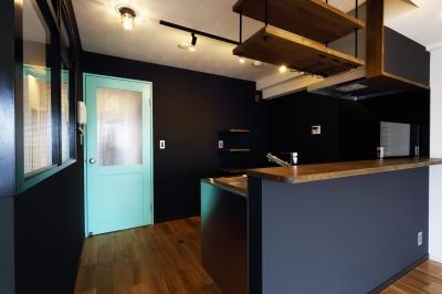 キッチン (随所にこだわりを用いた、シックでオシャレな空間)