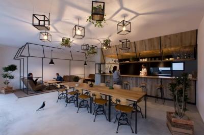 アイアンフレームを使ったオシャレなカフェ(cafe CICERO) (ホール)